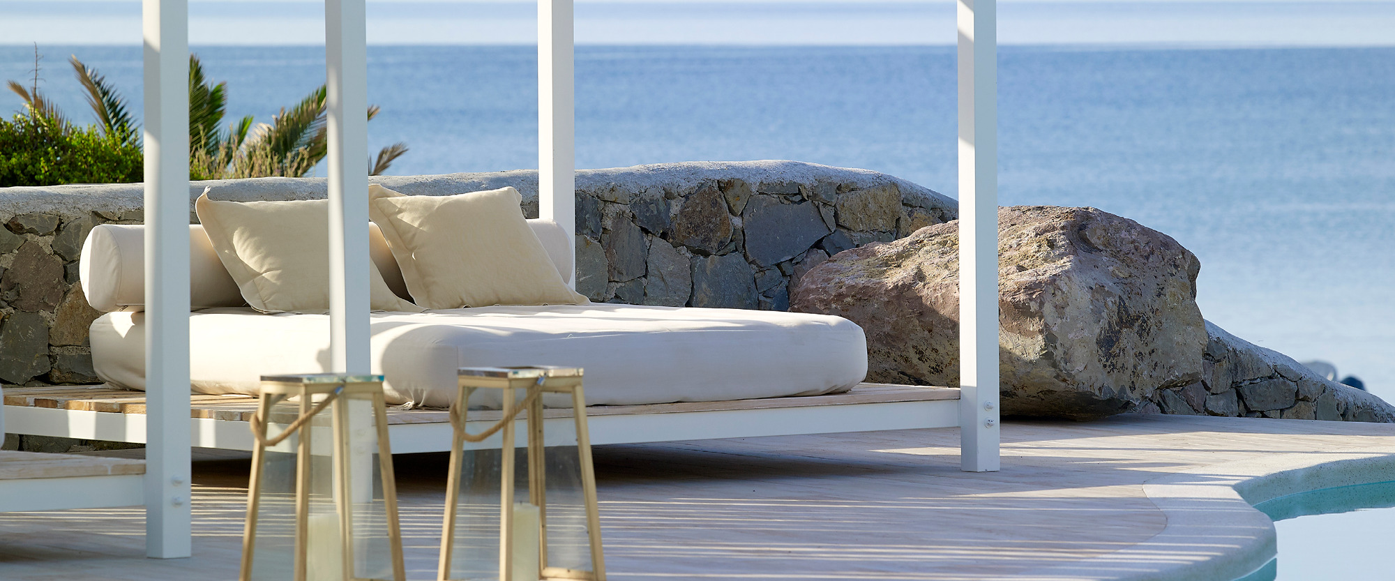 Sundbeds_and_swimming_pool_Artemis_Deluxe_Rooms_Milos_island_Greece_Cyclades1